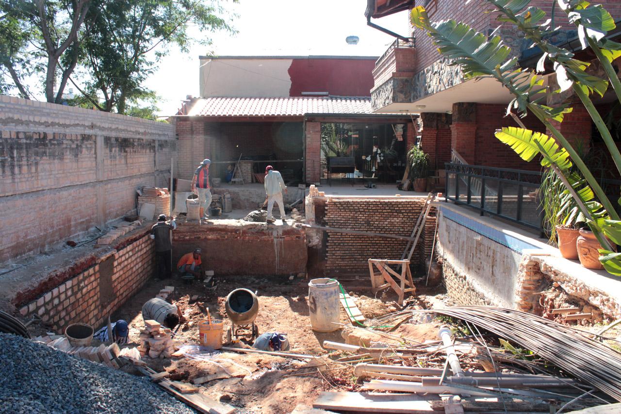 Reforma de vivienda reciclaje de piscina en cava mas for Construccion de piscinas en paraguay